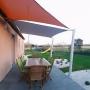 terrasse-dallage-madria-gris-anthracite-jardin-paysagé-voile-d-ombrage