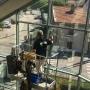 Nettoyage des vitres à l'aide d'une nacelle