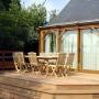 Terrasse bois devant véranda bois
