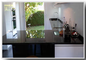 cr ation en marbrerie escalier plan de travail plan de. Black Bedroom Furniture Sets. Home Design Ideas