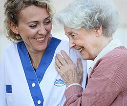 PErsonnel Adhap Services avec une personne âgée