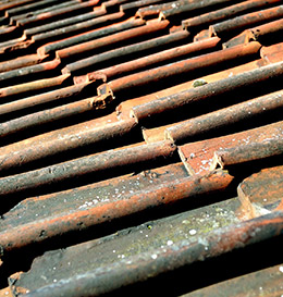 Le nettoyage de votre toiture avec B&P Couverture