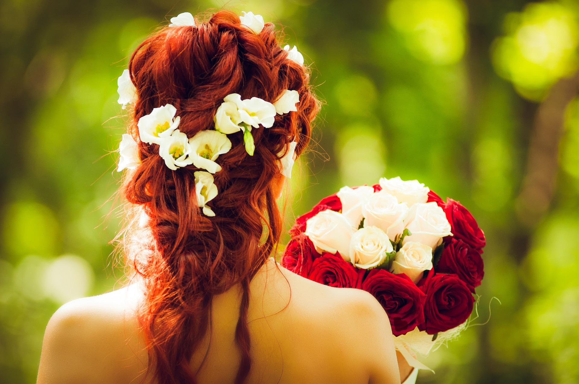 Chignons de mariée et coiffures pour de grandes occasions