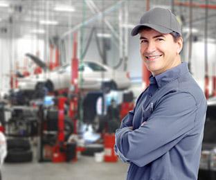 Technicien dans un garage