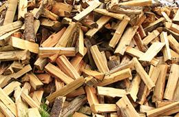 Des morceaux de bois de chauffage