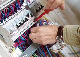 Nous sécurisons et mettons aux normes vos installations électriques avec une garantie de 5 ans