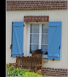 Référence GNN Habitat vous propose un large choix de fenêtres, portes d'entrée et garage en PVC, aluminium et bois, volets roulants, battants et persiennes avec un large choix de couleurs