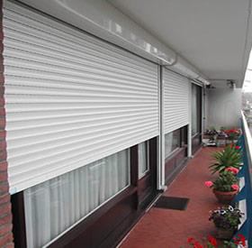 Store Provencal à Mandelieu-la-Napoule installe et répare pour vous des volets de qualité, résistants et étanches