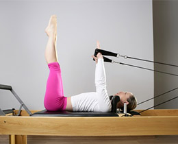 Une machine Pilates Reformer