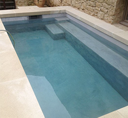 Beton pour piscine une piscine en bton cir with beton for Enduit piscine beton