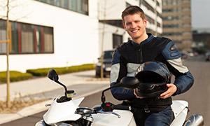 Un élève sur une moto