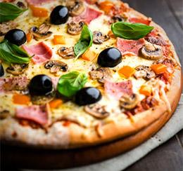 Pizza cuite au feu de bois