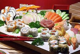 Plateau de spécialités japonaises à base de poisson